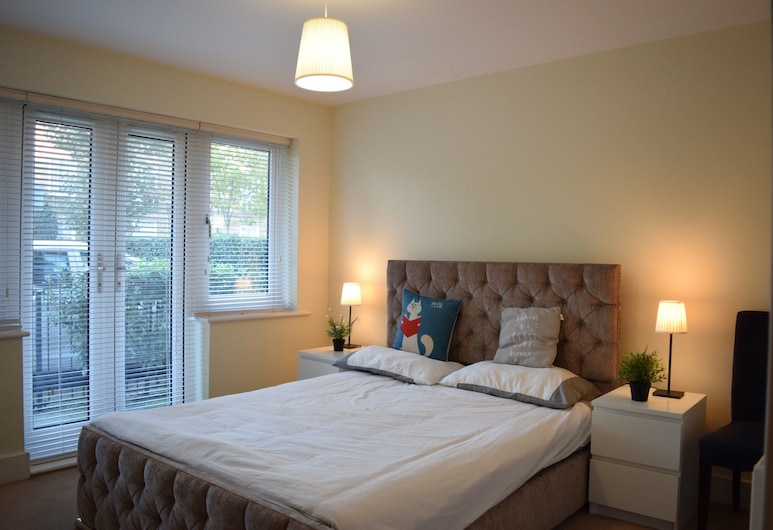 3 Bedroom Apartment in West London, London, Zimmer