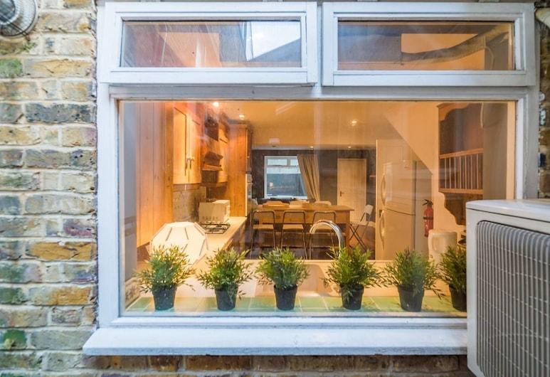 PML Apartments Victoria, London