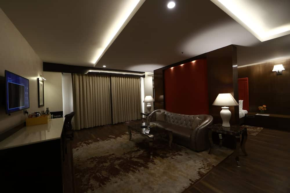 Executive Suite, 1 King Bed, Accessible, Non Smoking - Living Area