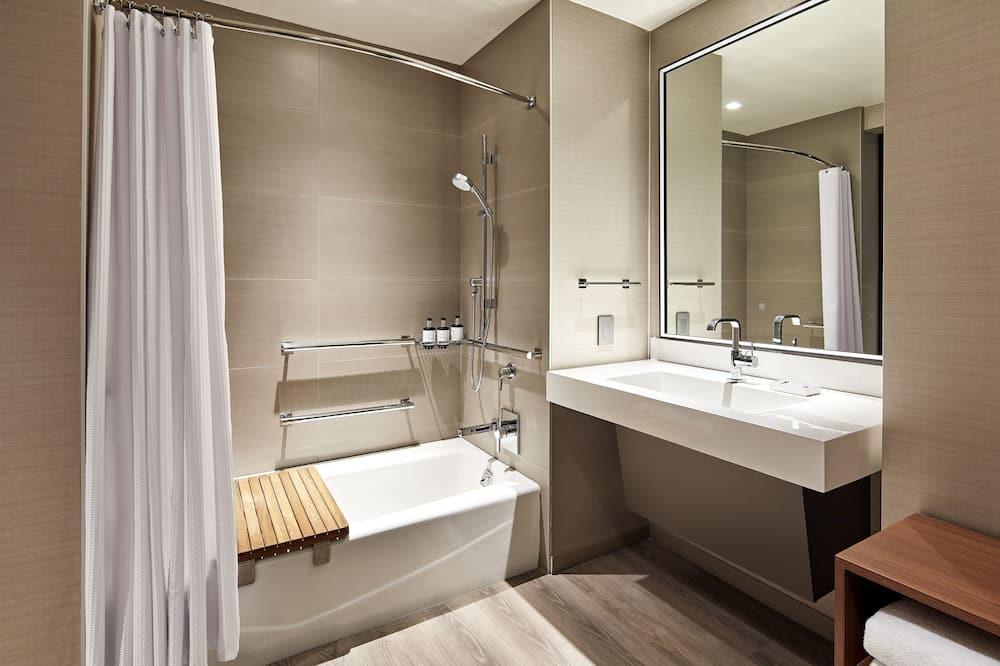Huone, 2 keskisuurta parisänkyä, Tupakointi kielletty, Vuoristonäköala - Kylpyhuone