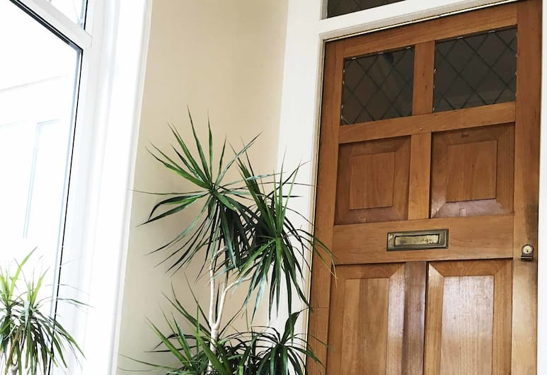 Esk Vale Guest House, Southsea, Koridor