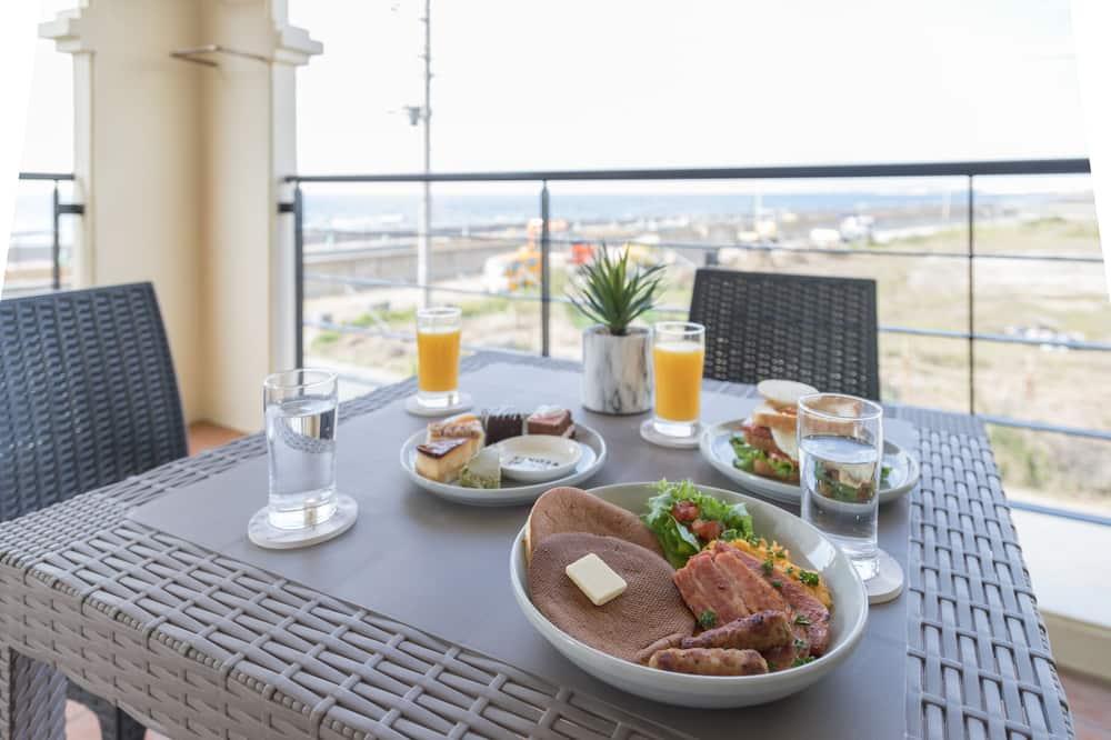 Апартаменты, вид на океан - Обед в номере