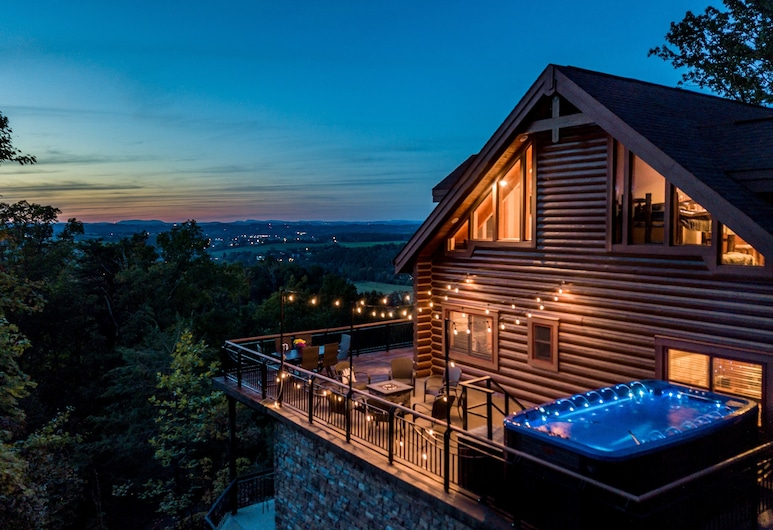 Tanglewood Mountain Lodge - 8 Br Home, Sevierville