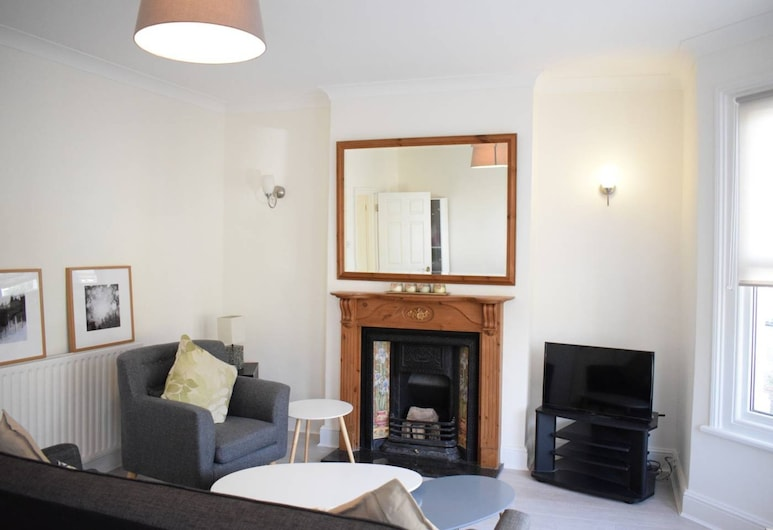 Bright 2 Bedroom Flat in East Dulwich, London, Apartment (2 Bedrooms), Living Room