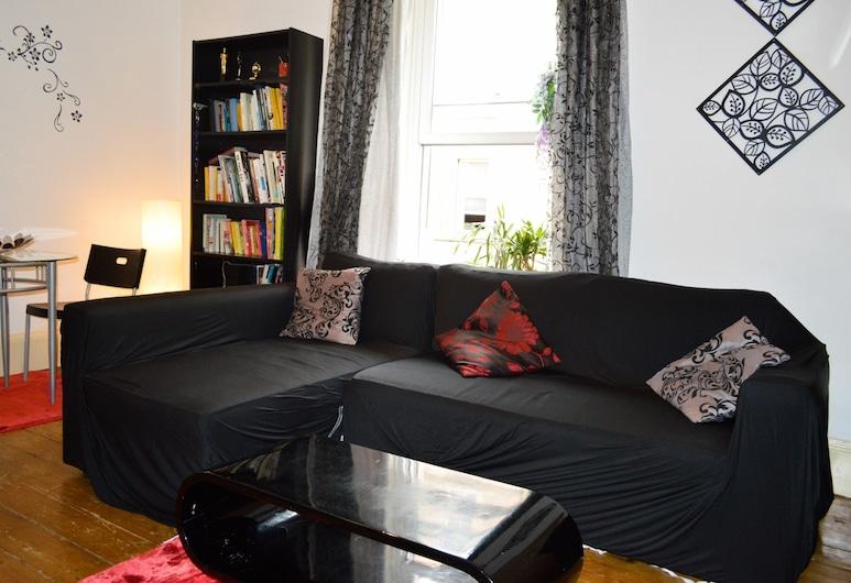Cosy 2 Bedroom Apartment in Edinburgh, Edinburgh, Living Room