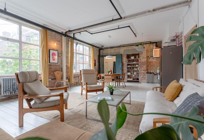 Industrial Open Plan Studio in Hackney, London, Living Area