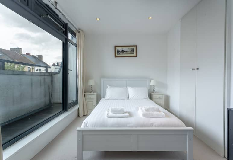 Lovely 2 Bedroom Apartment in Saint John's Hill, Londra, Oda