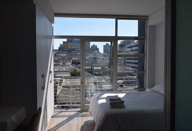 Luxury 1 Bedroom Apartment in Cape Town City Centre, Cape Town, Room