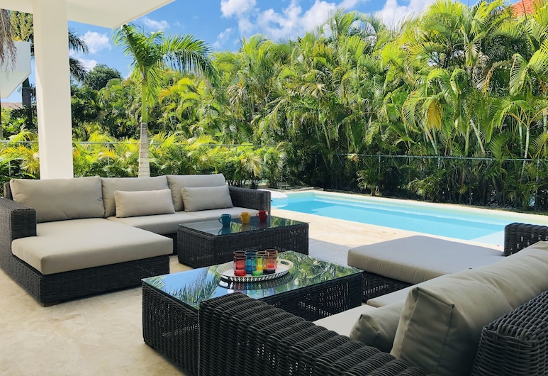 BRAND NEW LUXURY VILLA IN PUNTA CANA VILLAGE, Punta Cana, Außenpool
