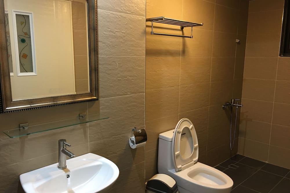 Habitación doble Confort, Varias camas, con acceso para silla de ruedas, para no fumadores - Baño