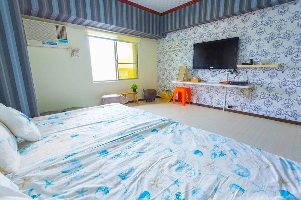 Comfort četverokrevetna soba, 2 bračna kreveta, za nepušače, pogled na dvorište - Televizor
