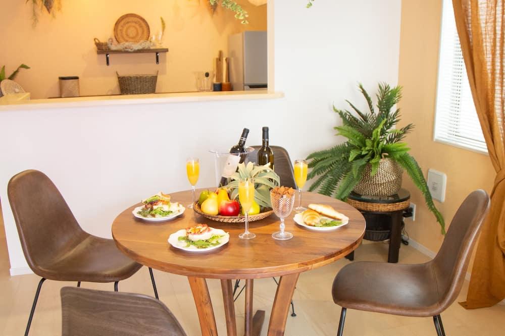 Design-talo (Private Vacation Home A) - Ruokailu omassa huoneessa