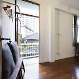 Quadruple Room with Shared Bathroom - Living Area