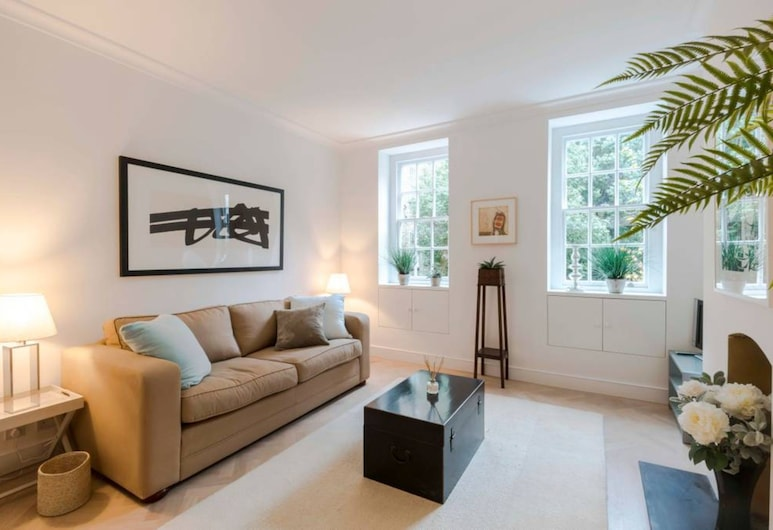 Spacious 1 Bedroom Apartment in the Heart of Chelsea, Londýn