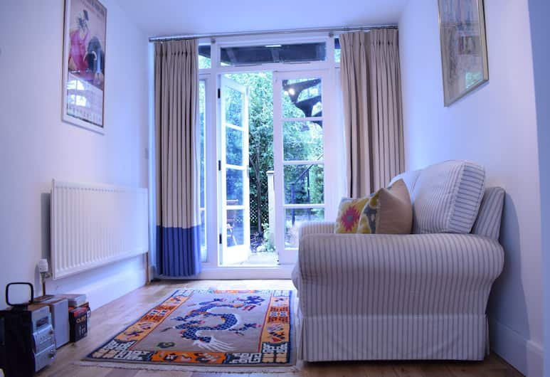 Spacious 1 Bedroom Apartment With Garden, Londres