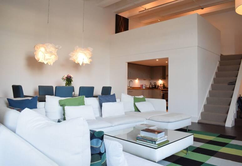 Spacious 2 Bedroom Apartment in Fulham, London, Elutuba