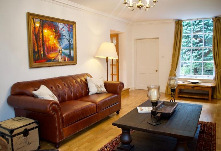 Spacious Cottage in Edinburgh, Edinburgh, Woonkamer