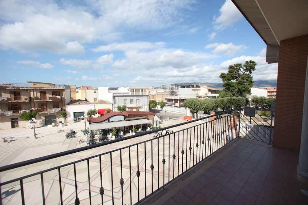 Чотиримісний номер, для некурців - Вид з балкона