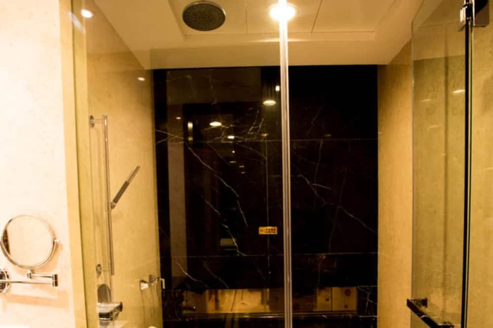 Deluxe Twin Suite - Bathroom