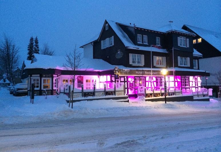 Muhve In, Winterberg, Hotel Front – Evening/Night