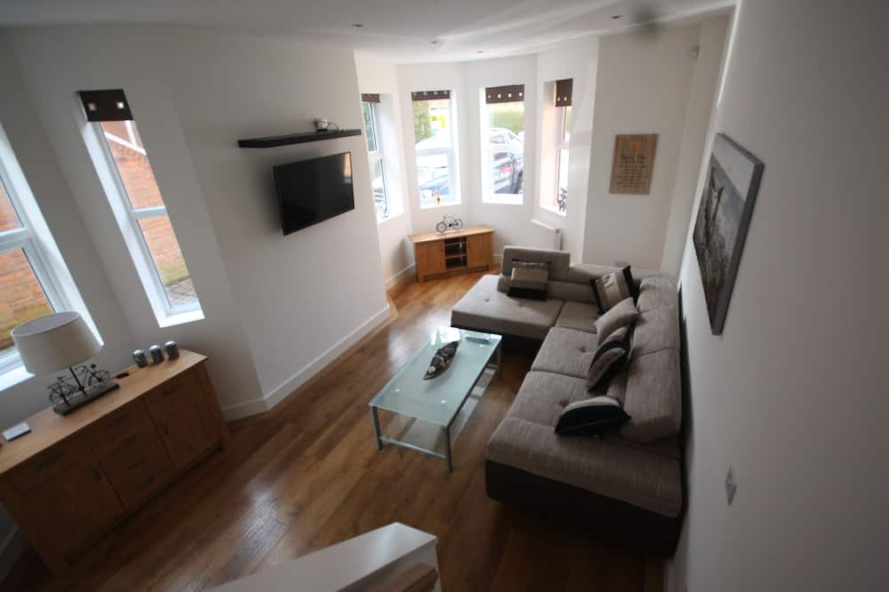 Deluxe Apartment, Multiple Beds, Non Smoking - Living Room