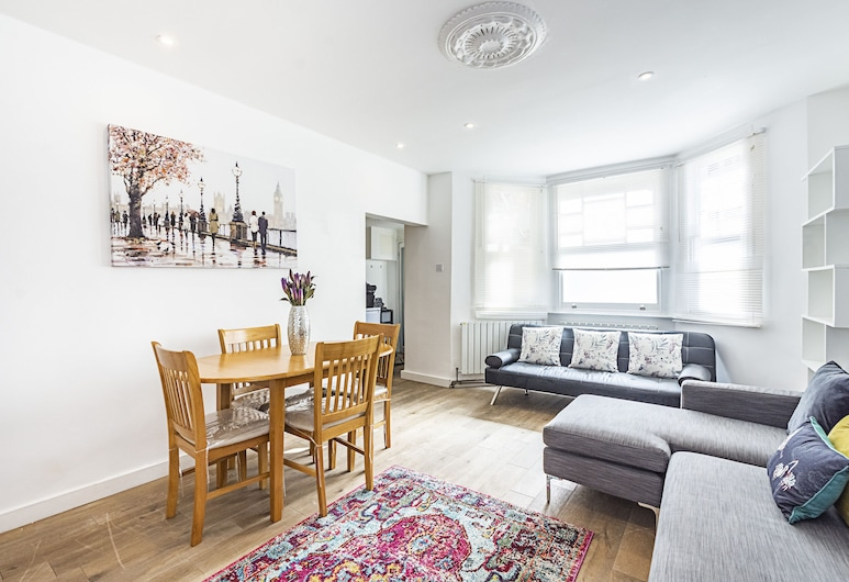 Stunning 2 bedroom garden flat in Leafy  Kensington , London, Apartment, Garden View, Living Area