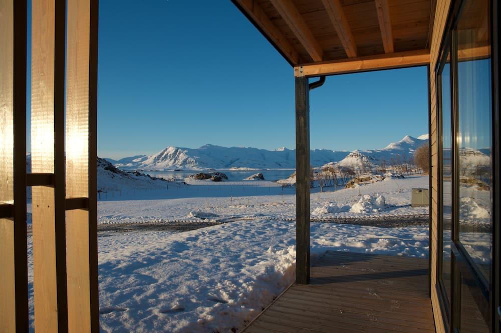 Studijas tipa numurs, skats uz kalniem - Terase/iekšējais pagalms