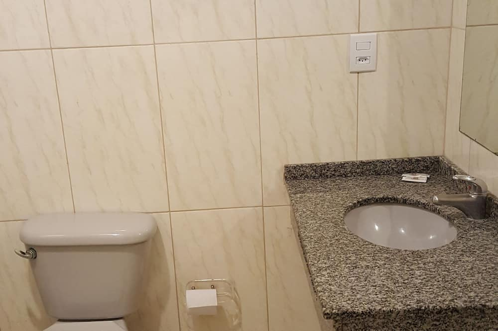 Quarto  Standard Triplo  - Bilik mandi