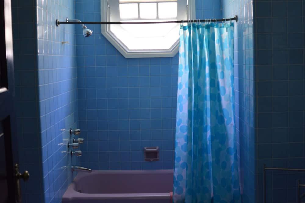 Esmeralda - Bathroom