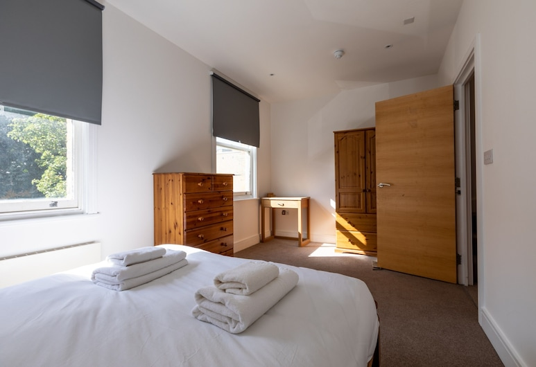 5 Bedroom House in South London, London, Zimmer