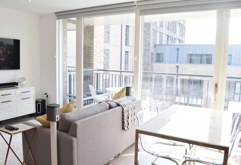 2 Bedroom Apartment in Canada Water, London, Living Room