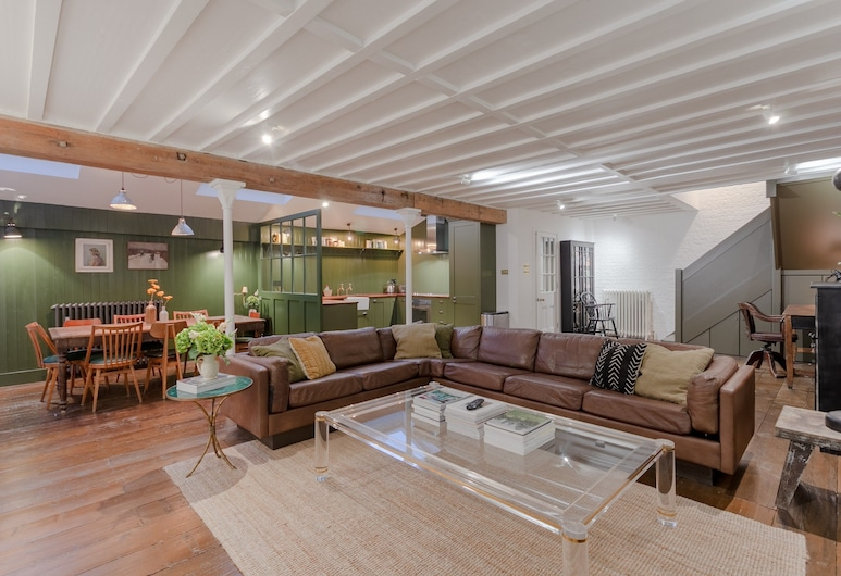 Spacious 2 Bedroom House in Islington, London, Wohnbereich