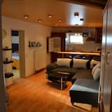 Apartment, 2 Bedrooms, Kitchen, Garden View - Living Area
