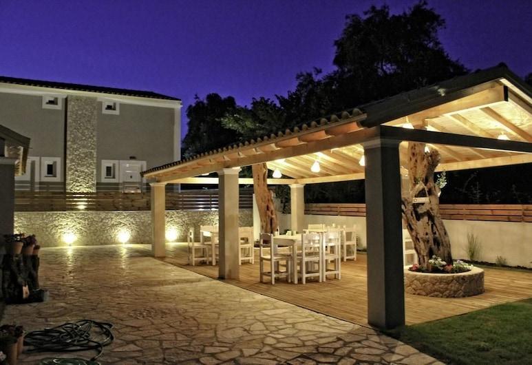 阿斯特拉克魯拉酒店, 科孚島, 花園