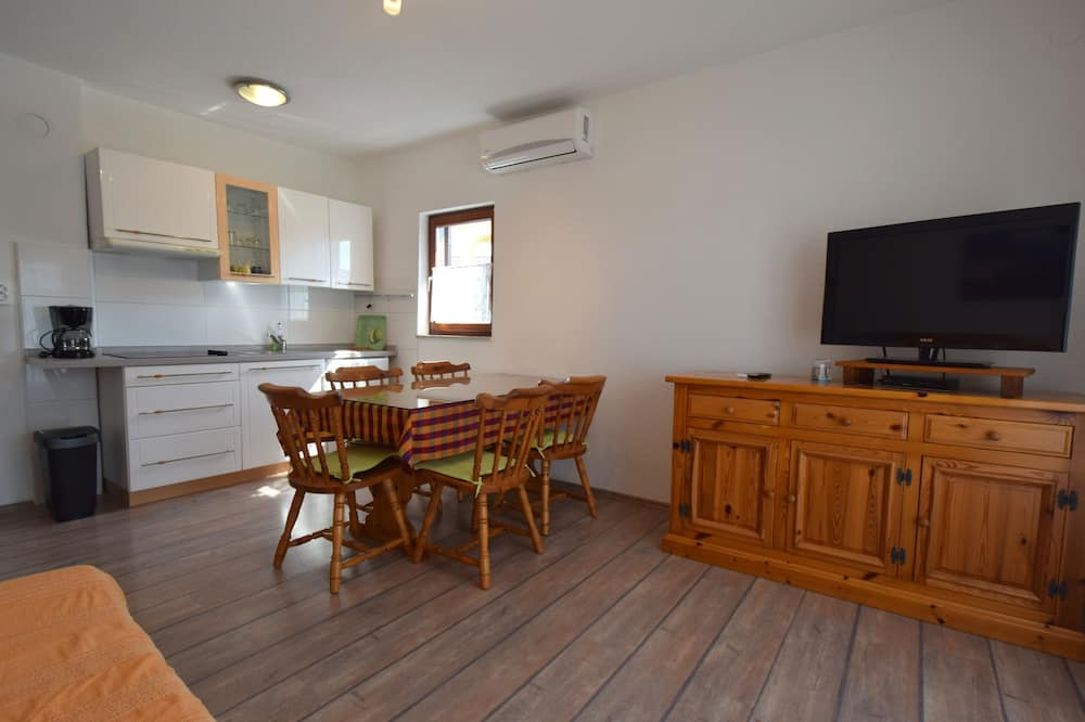 Apartment, 2 Bedrooms – 128 - Living Room