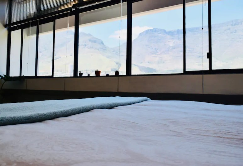 Central Apartment With Spectacular Views, Cape Town, Room