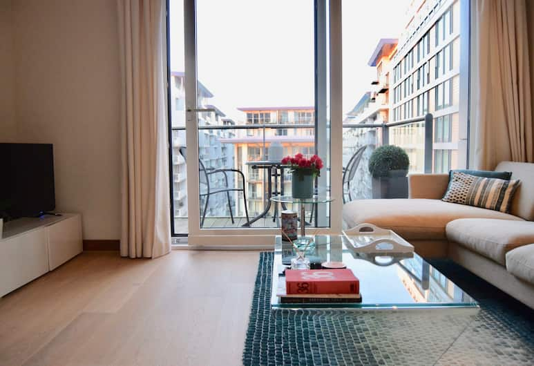 Bright 1 Bedroom Apartment With River Views, London, Wohnzimmer