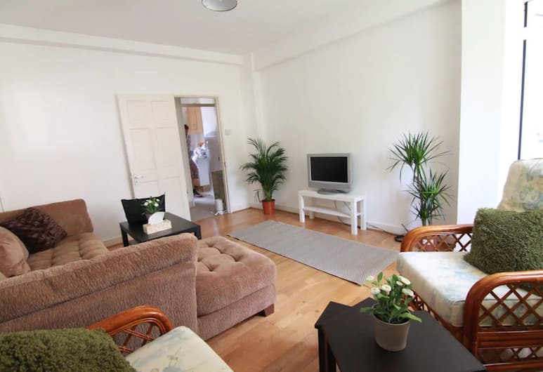 4 Bedroom Apartment in Kilburn With Private Balcony, London
