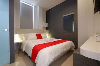 A(z) RedDoorz Plus near Ciputra Mall Simpang Lima hotel fényképe itt: Semarang
