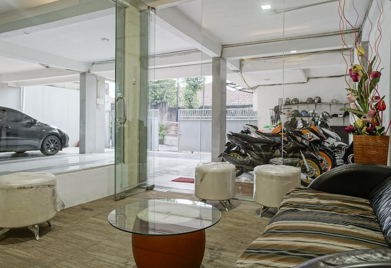 RedDoorz Plus near Dharmawangsa Square 2, Jakarta, Guest Room