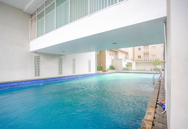 RedDoorz Apartment @ Bogor Valley, Bogor, בריכה חיצונית