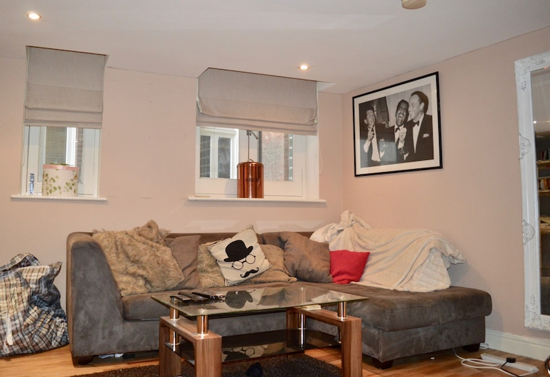 2 Bedroom Apartment 10mins From Central Manchester, Salford