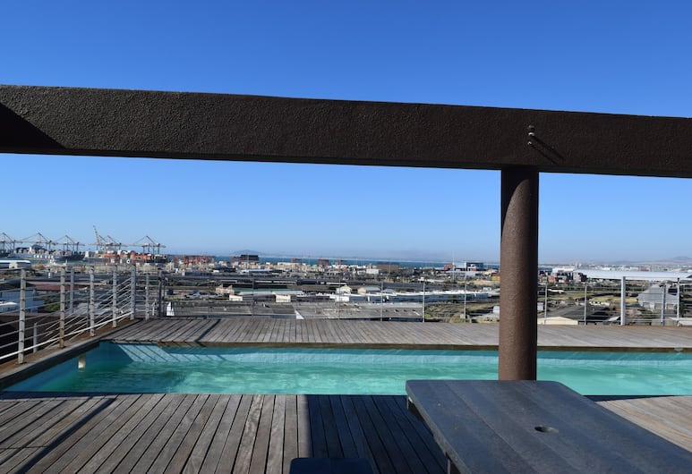 Modern 2 Bedroom Apartment in Cape Town, Cape Town, Pool