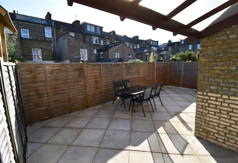 5 Bedroom House With Patio in Brixton, Londres