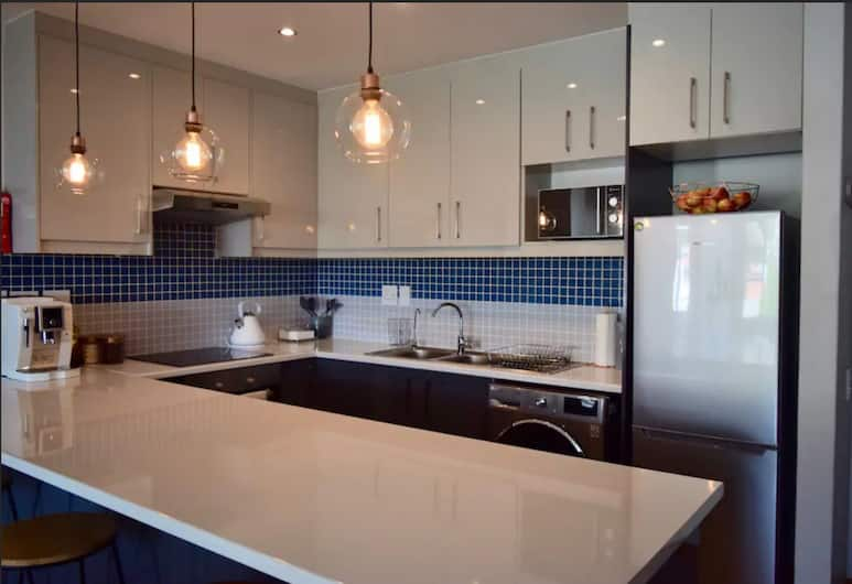 Modern 1bedroom Apartment in Gardens With Table Mountain Views, Cape Town, Private kitchen