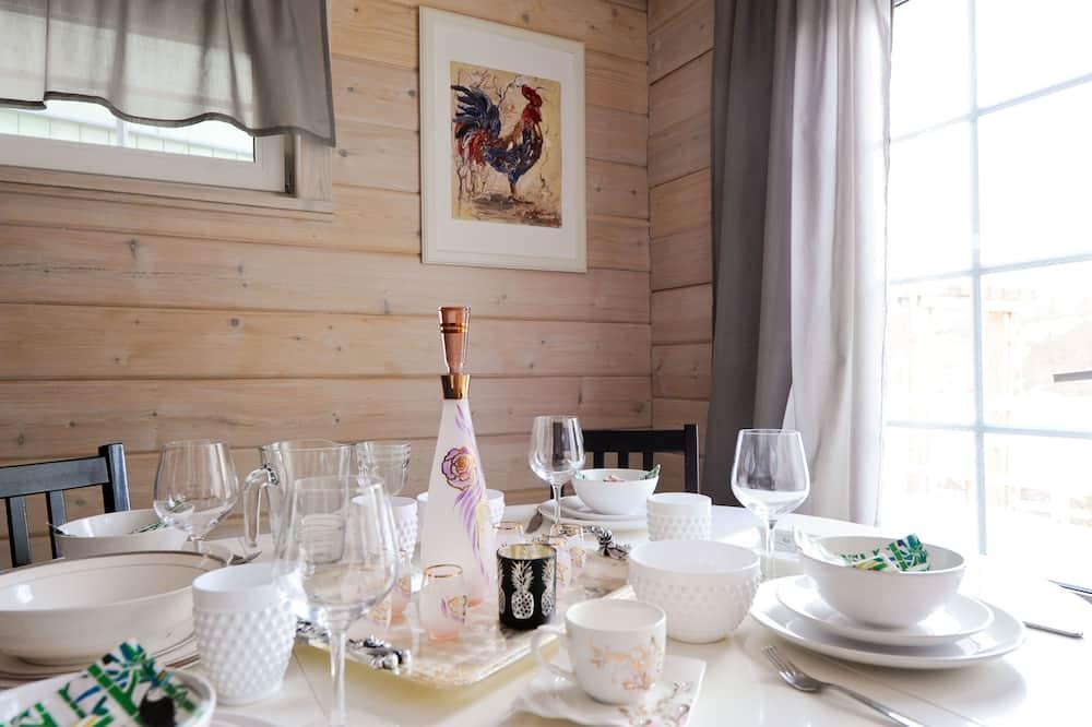 Deluxe Villa, 3 Bedrooms, Sauna - In-Room Dining