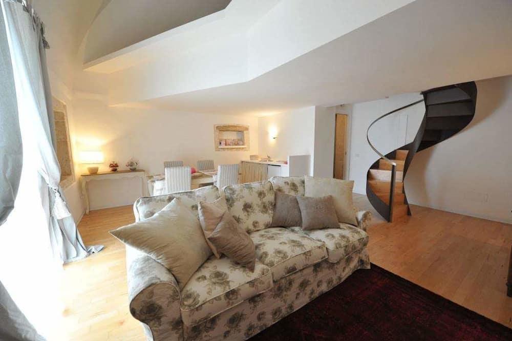 Deluxe Studio Suite, Non Smoking, City View - Living Area