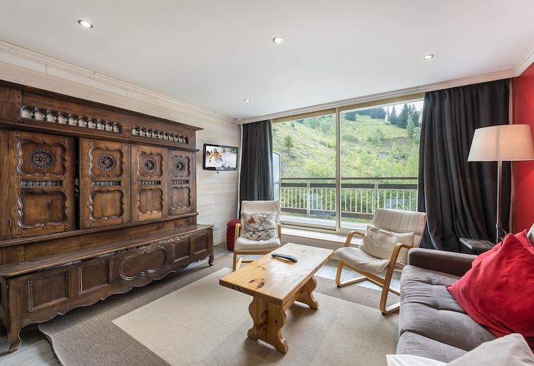 Ourse Bleue 405: Large Double Bedroom and Spacious Linving Room, Courchevel, Apartment, 3 Twin Beds, Living Area