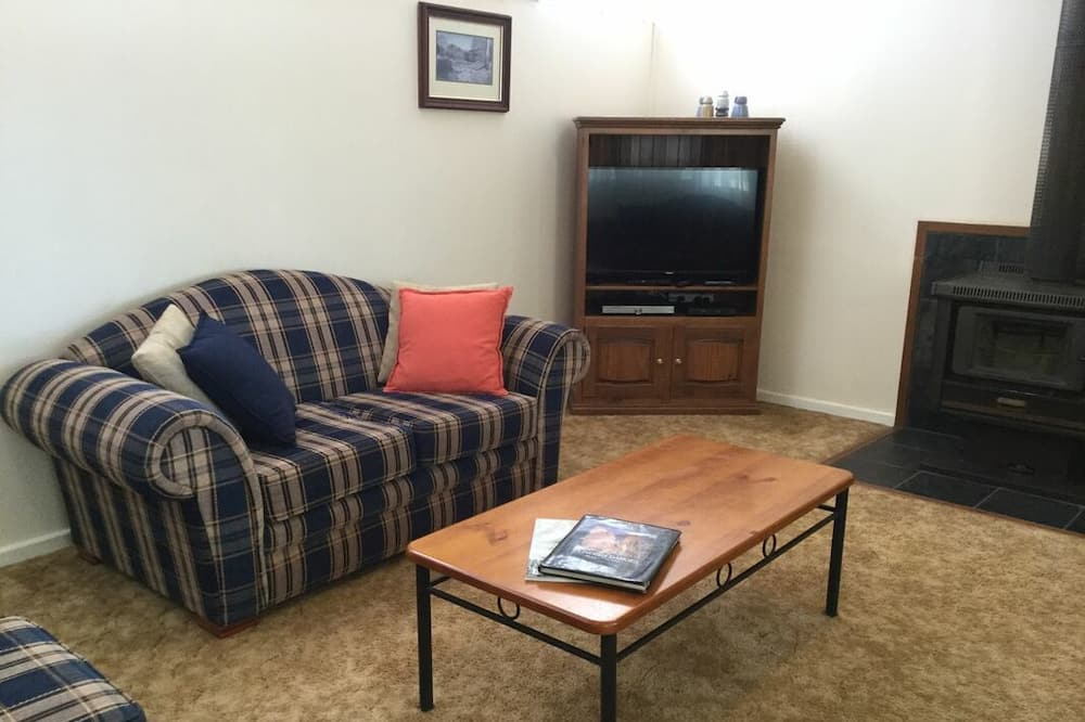 House, 3 Bedrooms (Edeowie Cattle Station) - Living Room