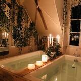 Family Suite, 4 Bedrooms - Deep Soaking Bathtub